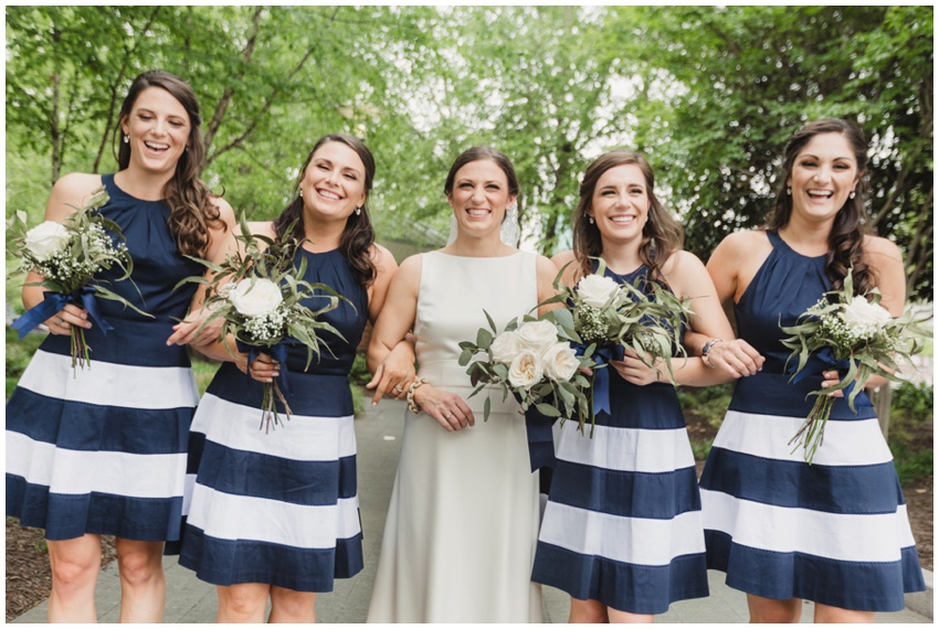 urban-row-photography-baltimore-wedding-navy-bridesmaids-dresses_0016